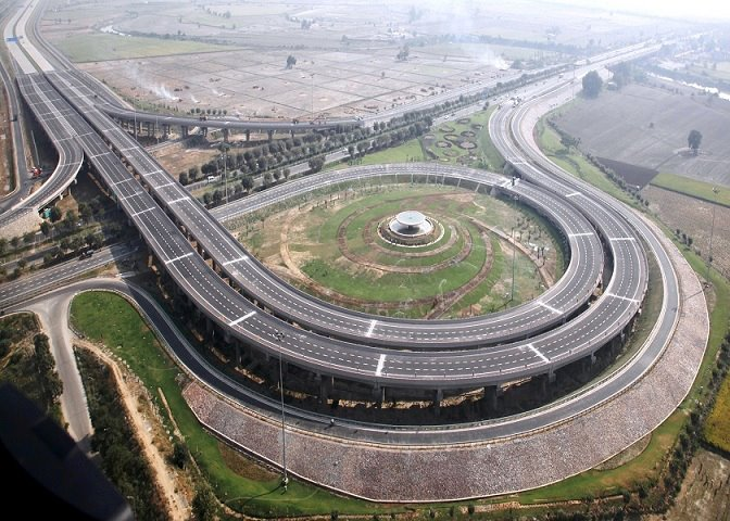 Yamuna Expressway, Greater Noida-Agra