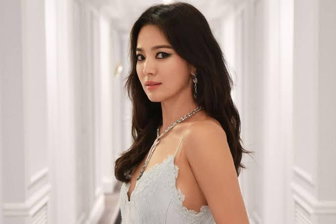 Asia girl in top 10 beautiful Vietnamese Hotties:
